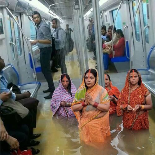funny indian pictures Mumbai train