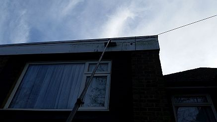 crawley-window-cleaner-expert-benefits-from-waterfed-pole-window-cleaning-equipm-58a46c92cbe97