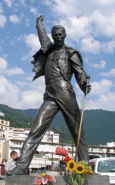 Strange Statues Of Celebrities