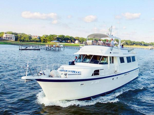 get the best charleston marina boat accommodation on the luxurious southern comf