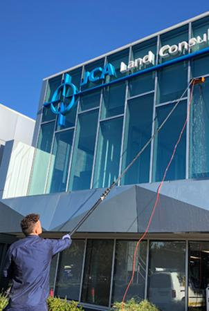book the best window cleaners in melbourne for any commercial job