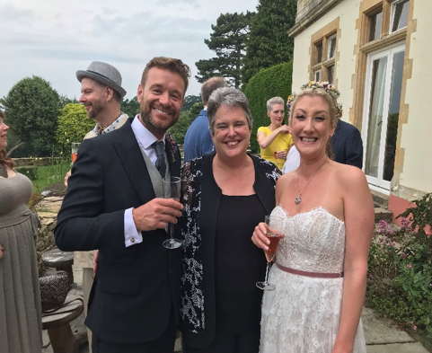 find the best wedding celebrant for cotswolds weddings in gloucestershire