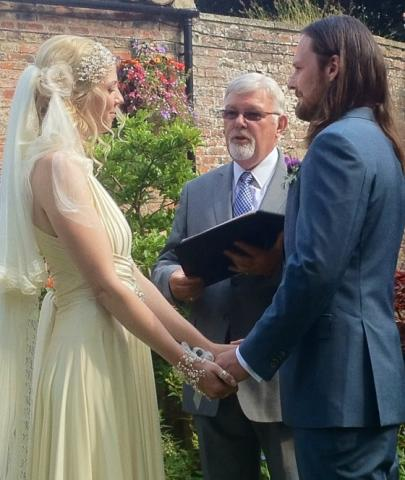 get the best uk luxury wedding officiant for your perfect bespoke ceremony